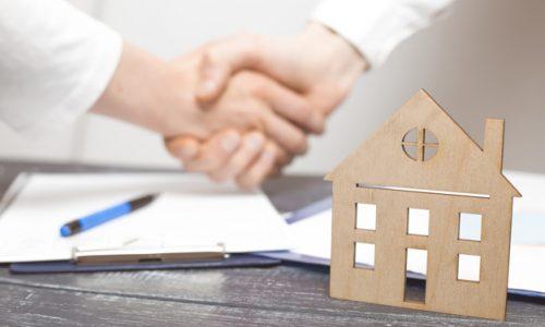handshake-real-estate-agreement-realtor-client_8119-2021